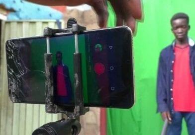 De jeunes nigérians réalisent des films à partir des smartphones
